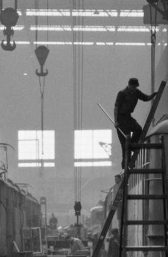 René Burri, Locomotive factory, 1961.