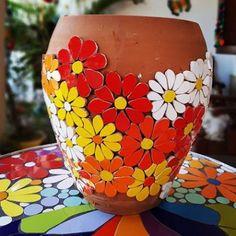 Mosaic Planters, Mosaic Garden Art, Mosaic Vase, Mosaic Tile Art, Mosaic Flower Pots, Mosaic Artwork, Mirror Mosaic, Mosaic Diy, Mosaic Crafts