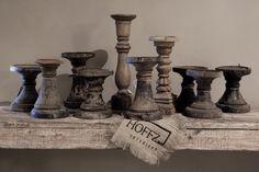 """kandelaars, bewerken met muurvuller, donkergrijs/zwart maken, met koffieprut """"verweren"""" met herfst op salontafel een paar bij elkaar zetten. rustieke kaarsen erop grijs, beige, zwart)"""