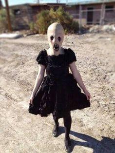 Haha noooooo, no. No.   23 Creepy Pictures That Will Make You Scream Every Time