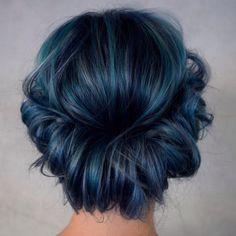 dynamic-blue-hair