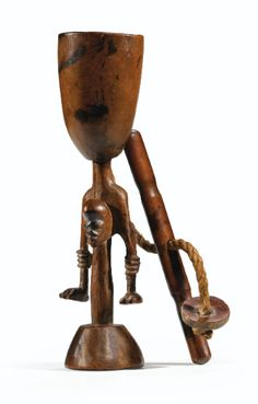 Mortier à chanvre, Luluwa, République Démocratique du Congo LULUWA CANNABIS MORTAR, DEMOCRATIC REPUBLIC OF THE CONGO haut. 21,5 cm Collection Henri Lavachery, Bruxelles, avant 1937
