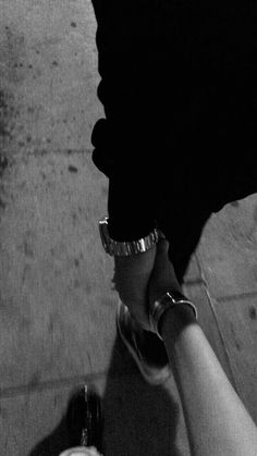 Cute Couples Photos, Cute Couple Pictures, Cute Couples Goals, Romantic Couples, Couple Goals Relationships, Relationship Goals Pictures, Couple Aesthetic, Aesthetic Pictures, Black And White Photo Wall