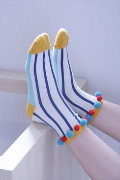 Pom Pom Stripe Print Sock - all black outfits accompanied with playful sock patterns. Funky Socks, Crazy Socks, Cute Socks, My Socks, Do It Yourself Mode, Inspiration Mode, Happy Socks, Fashion Socks, Mode Style