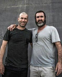 Cantona y Zidane Football Tops, Football Match, Football Players, Football Stuff, Velodrome Marseille, History Of Soccer, Man Utd Fc, Manchester United Wallpaper, The Good Son