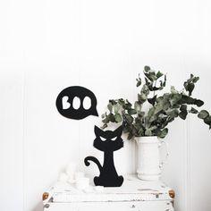 Un lindo gatito con una mirada malvada que será el protagonista de tu decoración este Halloween. Fall, Home Decor, Wicked, Cute Kittens, Minimalist, Autumn, Homemade Home Decor, Interior Design, Home Interiors