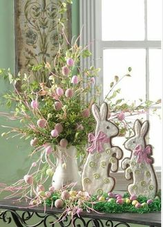Your guests will love this Easter table decor with soft pastels, Easter bunny figurines, DIY bunny napkin rings and more. Get inspiration for your next Easter brunch or spring table decorations. Hoppy Easter, Easter Bunny, Easter Eggs, Easter Parade, Easter Celebration, Easter Holidays, Kids Christmas, Easter Table, Easter Crafts