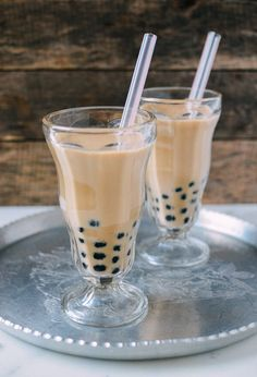 Homemade bubble tea is a real treat, and can be made with only five simple ingredients: water, tea, sugar, half and half, and tapioca pearls. Here's how.