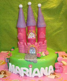 Bolo Castelo Barbie e as 3 Mosqueteiras by Osbolosdasmanas, via Flickr