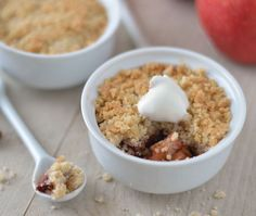 Apple crumble with stew icecream Sweet Recipes, Snack Recipes, Dessert Recipes, Cooking Recipes, Snacks, Köstliche Desserts, Delicious Desserts, Yummy Food, Pavlova