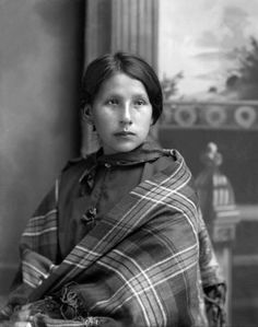 Beautiful young Ho-Chunk woman Kate Thunder Miner (WaRoSheSepEWinKah). Photo: ca. 1905.