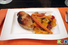 Cordon Bleu von der Hühnerbrust mit Ofengemüse  #Huhn #Käse #Kochschinken #Panade