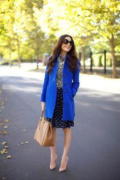 Azul-cobalto, azul-bic, azul klein: tantos nomes para chamar aquele azul vibrante, lindão, que vira e mexe o povo diz que tá na moda. Eu já amava esse tom,