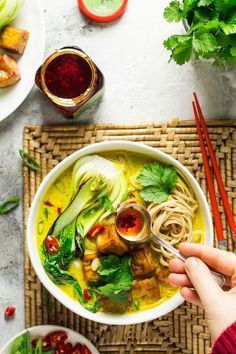 This vegan ginger and turmeric broth served noodles, green vegetables and baked tofu makes a delicious and naturally anti-inflammatory meal, perfect to help to get over a cold.