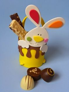 7 lembrancinhas de EVA para páscoa | Pra Gente Miúda Foam Crafts, Baby Crafts, Easter Crafts, Crafts For Kids, Mini Sandwiches, Easter Baskets, Animals And Pets, Crafty, Activities
