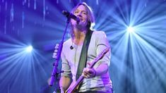 "Keith Urban sings an acoustic version of his ""Female"" in a new video."