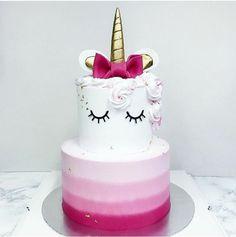 gateau d anniversaire j'aime les licornes gâteau d anniversaire étages