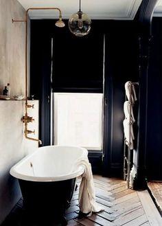 Bekijk de foto van kristian67 met als titel zwart bad met koperen kranen en andere inspirerende plaatjes op Welke.nl.