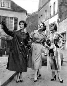 3 nice ladies Enjoying themselves out on the town in their vintage raincoats . 1 in her nylon rain mac in her gabberdean mac in her plastic raincoat/mac Clear Raincoat, Vinyl Raincoat, Pvc Raincoat, Plastic Raincoat, Raincoats For Women, Outerwear Women, Mackintosh Raincoat, Rain Bonnet, Raincoat Outfit