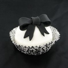 Black and white cupcake #whbm #feelbeautiful