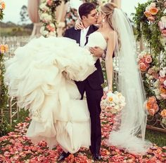 Lovely flowers for outdoor wedding