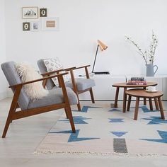 I absolutely love this white and stylish home of @thislittlehouse_  which I shot for @homestylemaguk  Claire loves to chose key pieces that inspire the rest of the room and has a soft spot for mid century pieces. Claire loved the cooler tones of this Ferm Living Kelim rug, which works well with @ikeauk #ekenaset chairs. I absolutely loved this house, what do you think? #interiorinspiration #interiordesign #interiorphotography #midcentury #white #stylish #simple #beautiful #rug #livingroom…
