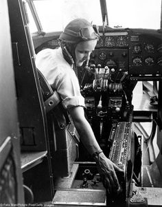 Captain Joan Hughes prepares to start up a Hudson ready for an instructional flight. She is a member of the Air Transport Auxiliary who ferry planes from factories to the airfields where they are. Get premium, high resolution news photos at Getty Images Old Photos, Vintage Photos, Female Pilot, Female Power, The Spitfires, Sistema Solar, Women In History, Dieselpunk, Armed Forces