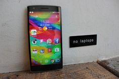 "OnePlus One – ""no laptops"" http://www.androidnext.de/tests/oneplus-one/"