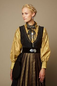 Jubileumsdrakten – i samarbeid med Oslo kommune – Eva Lie Design Oslo, Norwegian Clothing, Bild Tattoos, Europe Fashion, Ethnic Dress, Folk Costume, Costumes, Style And Grace, Ethnic Fashion