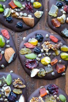 Dark Chocolate Super Bites - 15 Wholesome Detox Snacks | GleamItUp