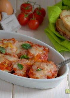 uova sode gratinate gp Egg Recipes, Cooking Recipes, Brunch, Salty Foods, Romanian Food, Tasty, Yummy Food, Italian Pasta, Antipasto