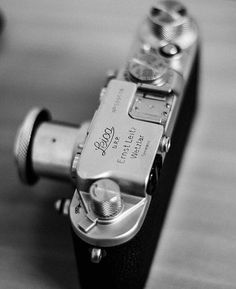 """tapanddye: """"A little Saturday afternoon camerapron just because. A gorgeous leica iii from """" Leica Camera, Camera Gear, Film Camera, Antique Cameras, Vintage Cameras, Photographie Leica, Leica Photography, Photo Lens, Photo Vintage"""