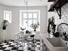 Cozy home full of character - via Coco Lapine Design Kitchen, ideas, diy, house, indoor, organization, home, design, cook, shelving, backsplash, oven, desk, decorating, bar, storage, table, interior, modern, life hack.