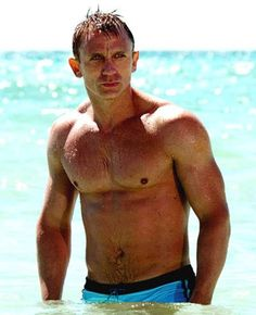 Google Image Result for http://www.atomicpics.com/wp-content/uploads/2012/06/Daniel-Craig-Real-Training-For-Black-Ops-Look-Like-Bond.jpg