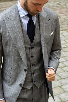 Excellent formal suit with great use of color and pattern.