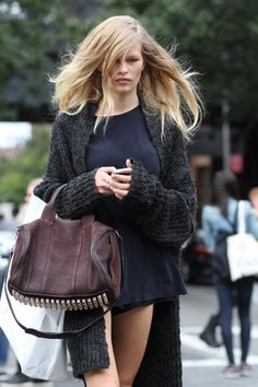 NYFW 2015 - in the streets....<3 #AnnaEwers being gorgeous Vogue, Models Off Duty, Mode Inspiration, Street Chic, Alexander Wang, Furla, Cardigans, Marc Jacobs, Hermes