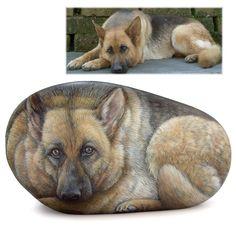 Hai mai pensato di regalare o regalarti un ritratto su pietra del tuo cane? Rendi immortale il suo ricordo con un'opera d'arte unica e originale!