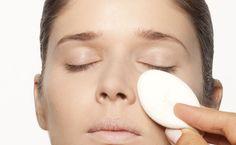 A região dos olhos é uma pele mais sensível, mais fina, e necessita de cuidados especiais como maior hidratação. Em relação a pigmentação, geralmente também possui uma coloração diferente do restante da pele do rosto, o que para a maquiagem gera a necessidade de produtos que suavizem e cubram as imperfeições. Mas como cobrir sem …