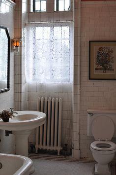 Castle Bathroom by jewlofthelotus, via Flickr