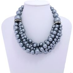 Blog Rivera Joias: MAXI COLARES DE BOLAS: moda inverno 2017 Pearl Jewelry, Beaded Jewelry, Jewelry Necklaces, Diy Necklace, Pearl Necklace, Maxi Collar, Jewelry Making, Pearls, My Favorite Things