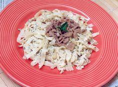 Receita de Talharim com Atum - tagliarini , leite, farinha de trigo, atum, ovo, sal, pimenta-do-reino branca, queijo ralado, manjericão