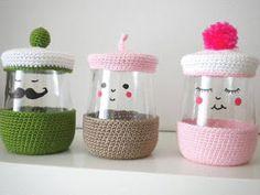 Idée récup : Un yogourt en bonbonnière - Tuto DIY - Crochet Diy, Crochet Home, Love Crochet, Funny Crochet, Diy Projects To Try, Crochet Projects, Craft Projects, Jar Crafts, Diy And Crafts