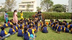 An outing with school children. Motivating and helping them.