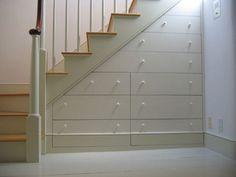 Aprovechar el hueco de la escalera con cajones