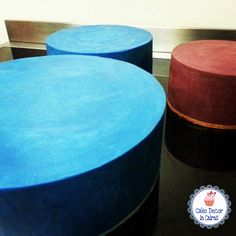Blue and Maroon colored / coloured/ tinted ganache recipe tutorial for cakes