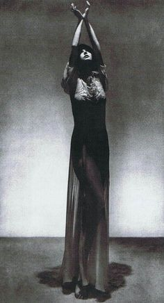 Man Ray - Peggy Guggenheim gown by Paul Poiret 1924 Peggy Guggenheim, 1920s Photos, Vintage Photos, Man Ray Photographie, Vintage Photography, Art Photography, Street Photography, Landscape Photography, Fashion Photography