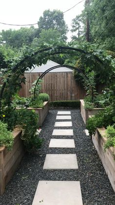 Backyard Garden Design, Small Garden Design, Backyard Shade, Small Backyard Landscaping, House Garden Design, Garden Design Ideas, Wooded Backyard Landscape, Circular Garden Design, Narrow Backyard Ideas