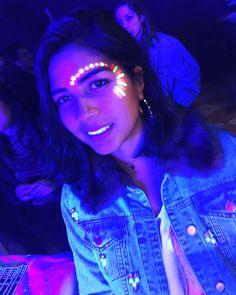 Neon make up Uv Makeup, Dark Makeup, Neon Painting, Body Painting, Pintura Facial Neon, Glow Face Paint, Tinta Facial, Neon Birthday, Party Make-up