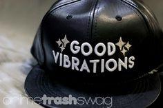 。✨ GOOD VIBRATIONS - SNAPBACK ✨。