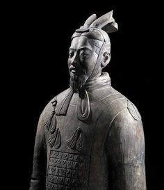 ARMOURED GENERAL, terracotta, Qin dynasty (221–206 BC). Museum of the Terracotta Warriors and Horses of Qin Shihuang, Lintong, Shaanxi Province, China.